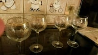 Gold rimmed wine crystal glasses Virginia Beach, 23452