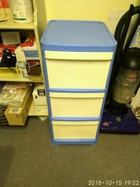 white and blue plastic 3-drawer chest
