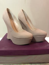Pair of beige leather platform stiletto shoes with box San Diego, 92114