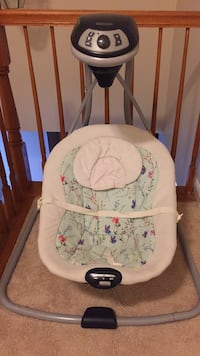 GRACO Baby's white and gray cradle and swing Woodbridge, 22193