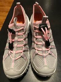 Band New- Pink  Running Shoes  Size 5. Ottawa, K1Z 6E9