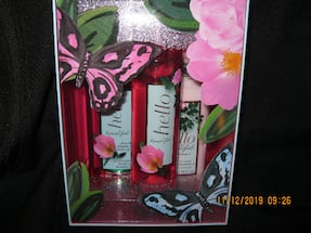 NEW GIFTABLE - RETAIL $29 + tax * 3 pc. Gift Set - BATH & BODY WORKS Hello Beautiful