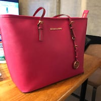 Almost New Michael Kors Torte-only $91