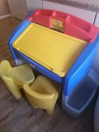 Kids desk with 2 chairs.