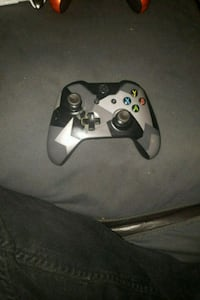 black Xbox One controller and white corded headset 1912 km