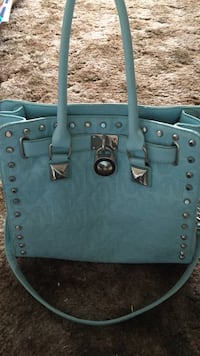 Women's blue leather tote bag no holes still in great condition Sarnia, N7T