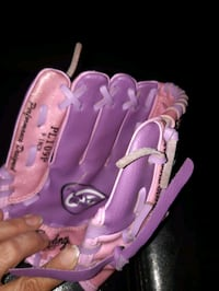 Girls left handed glove Hamilton, L9A