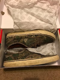 Used famous stars and straps shoes camo 8.5 Travis Barker skateboard shoes