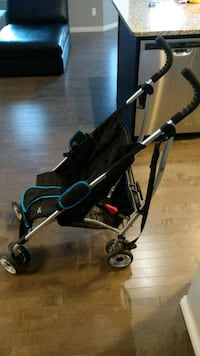 Light and compact baby stroller