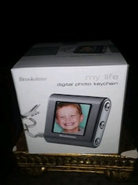 NEW IN BOX BROOKTONE DIGITAL PHOTO KEYCHAIN UNOPENED SALE PRICE FIRM