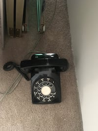Old dial phone in working condition  Calgary, T2G