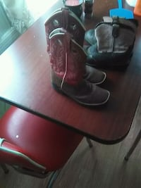 Girls cowgirl boots size 1  235 mi