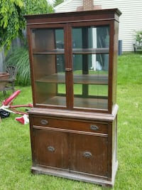 Nice Condition Vintage Mirrored China Cabinet  Laurel, 20707