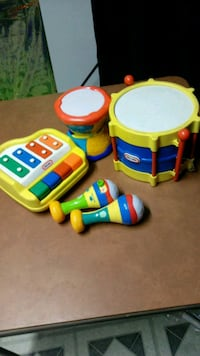 Toys musical instruments  354 mi