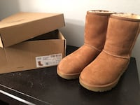 pair of brown UGG boots with box Phoenix, 85024
