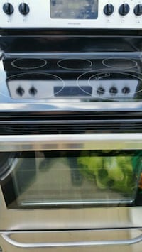Stainless electric stove like new  Alexandria, 22312