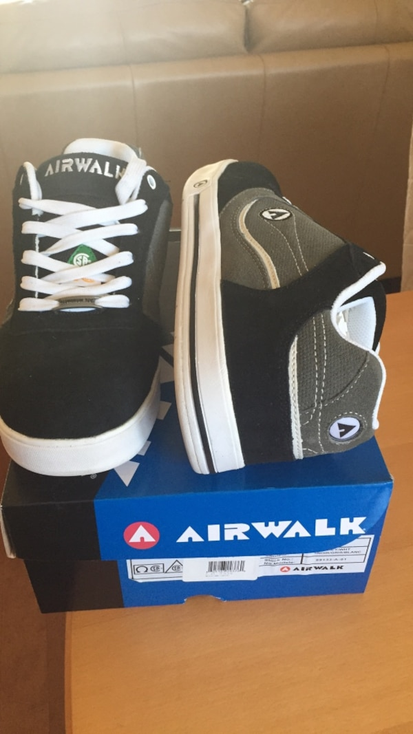 Used Pair of black-and-gray Airwalk low-top sneakers on box for sale in  Oakville 901367d1464