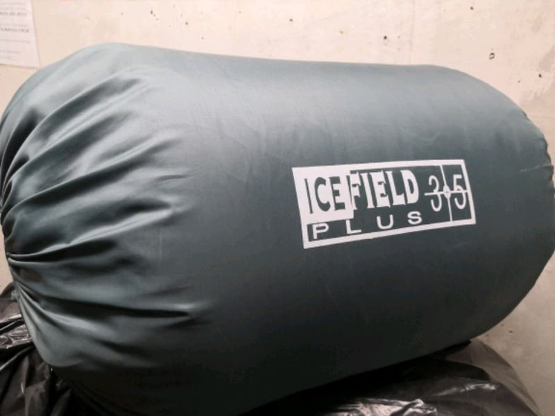 Tent and Sleeping Bags 08d7b087-2b92-443f-8a00-21fbed45fe43