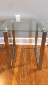 Rglass-top table with steel base Arlington, 22202