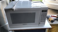 Price reduced! White Panasonic microwave oven London, N5Y 6M4