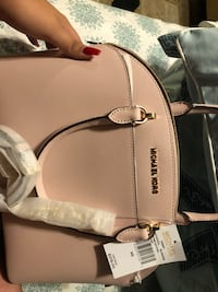 Mk purse never used please please get this bag I really need the money for it atm  Waco, 76711