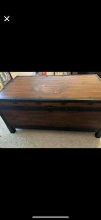 Chest table  Palm Bay, 32909