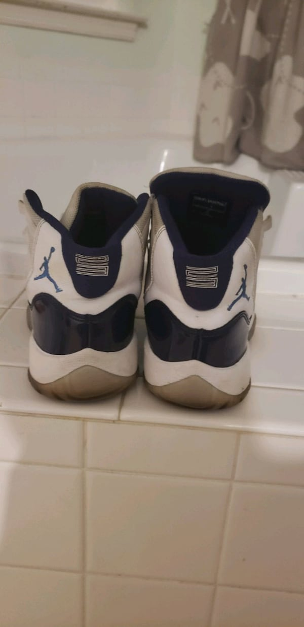 Jordan hightop 11's blue & white Concord $50 used good condition SIZ 5 76f39717-f700-4e6d-b2aa-633b5c3735f3