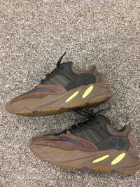 YEEZY 700 size 10.5 negotiable Whitby, L1N 9S9