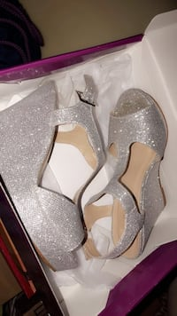 Pair of sparkly gray open-toe ankle strap heels. Size 8 Hickory, 28601