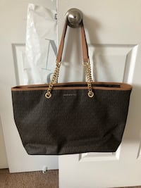 Michael Kors Hand Bag Arlington, 22206