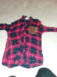 red and black plaid pattern long sleeve button-up collard sport shirt 649 mi