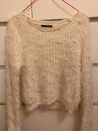 Cute sweater small size Vancouver, V5R 5E3