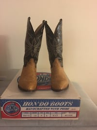 Handcrafted women's 8.5 Hondo leather cowboy boots