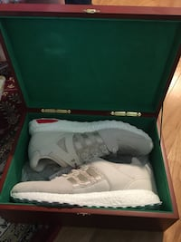 pair of gray Nike Huarache with box Rockville, 20850