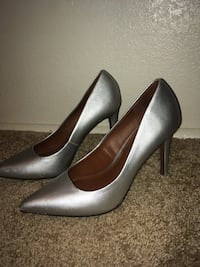Pair of gray pointed-toe stilettos size 9 Boise, 83702
