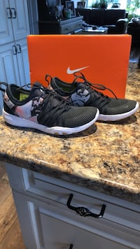 NIKE WOMENS BRAND NEW TRAINING RUNNER SIZE 7.5  Welland, L3C 3W8