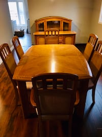 Beautiful table set with matching hutch Grimsby, L3M 1H3