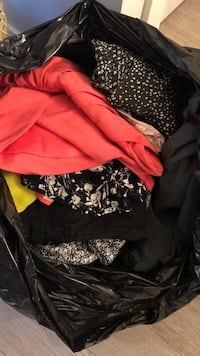 Bag of women's clothes! - Aritzia, BCBG, Talula, H&M, Zara, Forever 21 Burnaby, V3J 1J7
