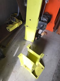 Floor mounted crane with electric hoist