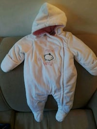 baby's white and pink footie pajama Montreal