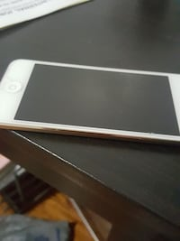 Gold iPod touch 6 gen 32 gb Toronto, M5G 2C4
