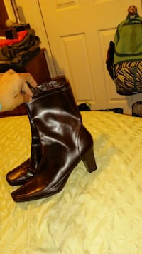 pair of black leather heeled boots Provo, 84601