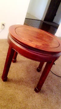 Round brown wooden side table Merced, 95348