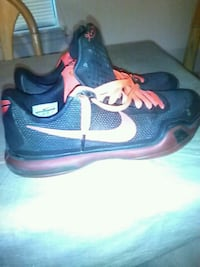 pair of black-and-red Nike running shoes Tulsa, 74135