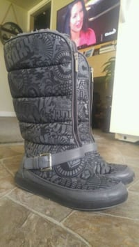 Roxy zip up winter boots size 8 Surrey, V3Z 1G8