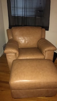 Leather chair & foot rest! NEGOTIABLE ! Catonsville, 21228