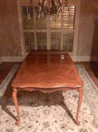 Broyhill cherry dining room set Hoover, 35244