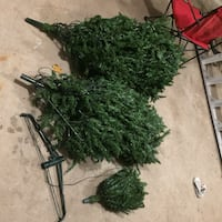 7.5 ft pre lite christmas tree and decorations Welland, L3B