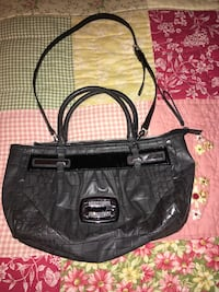 GUESS purse ....very good condition....Wb meet only  Wilkes-Barre, 18702