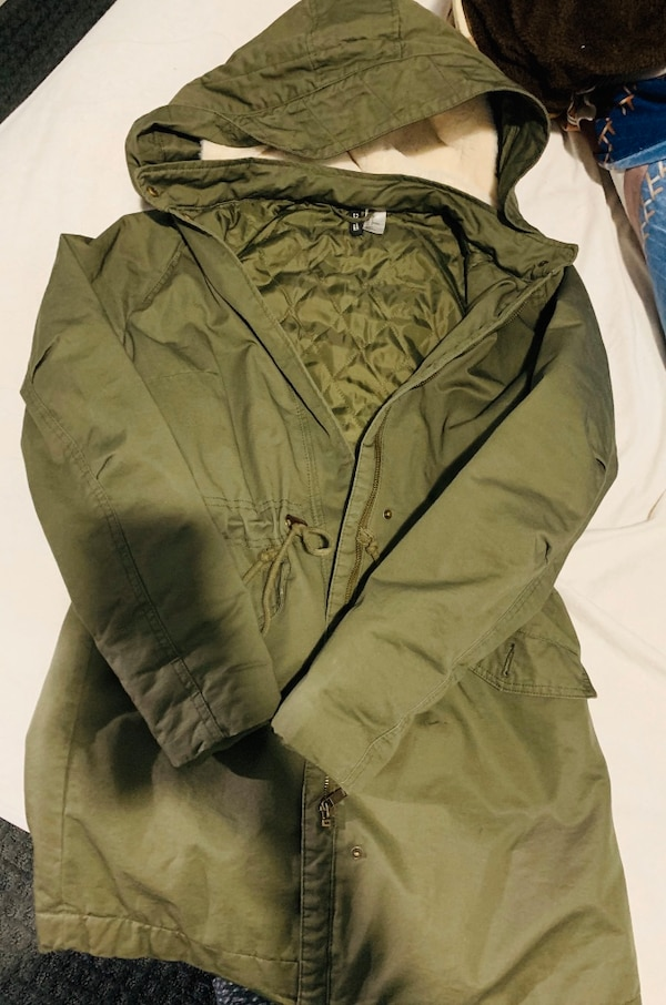 Selling my H&M jacket . Size 4. Too large for me . 39a3b1ed-b1f1-4d74-b631-5290272fe201